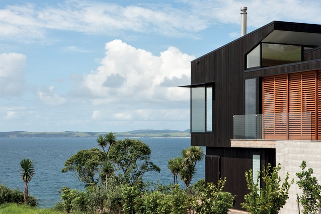 Leigh House is set on a clifftop with panoramic views of the ocean from Little Barrier Island to Coromandel.