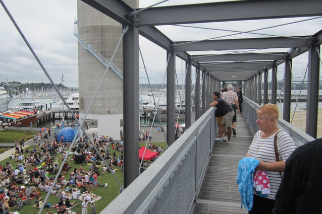 A continuous floating walkway within the fourth level of the gantry acts as a lookout to surrounding silos, cargo containers and the working harbour.