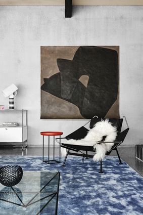A Judith Wright painting, black Flag Halyard chair and blue Flack-designed custom rug for Halcyon Lake confidently punctuate the living area.