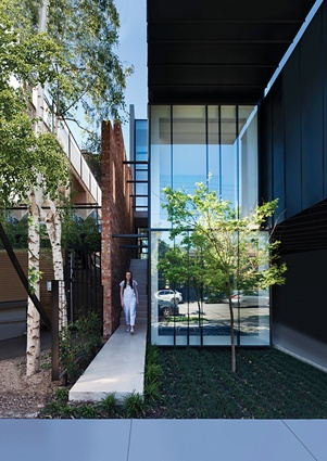 Alluring and bold: Mixed Use House | Architecture Now